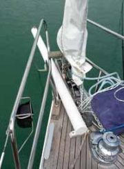 short retractable bowsprit for asymmetric spinnakers, genakkers and lightweight genoas