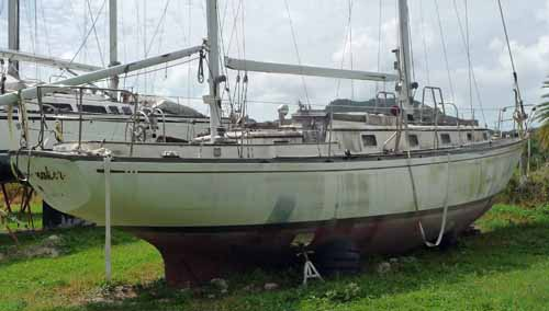 An old tired sailboat ideal for a restoration project