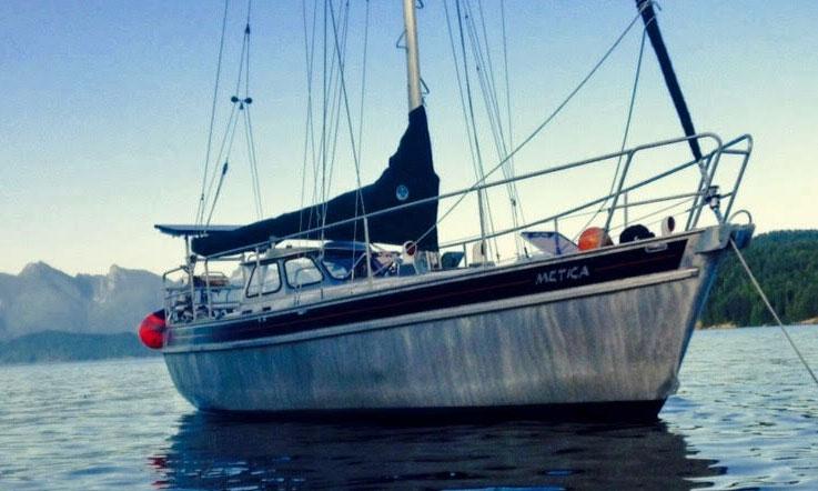 Bulldog 30 aluminium sailboat at anchor