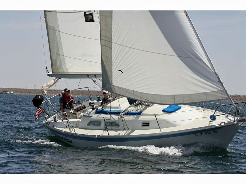 An Ericson 28.5 cruising yacht under sail