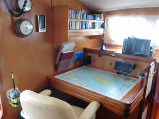 Navigation station on a catamaran