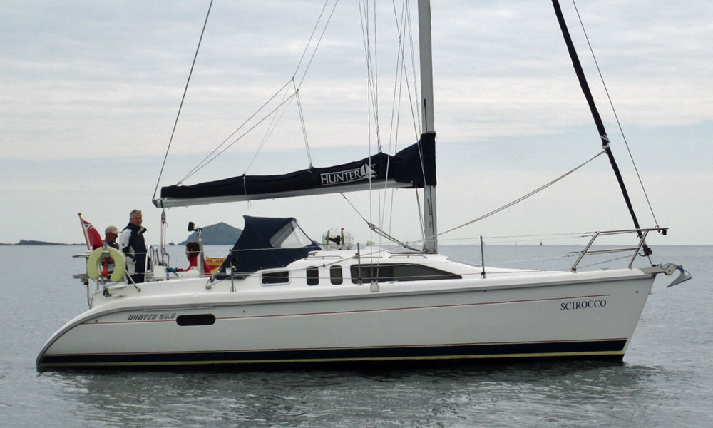 A Hunter 28.5 cruiser yacht