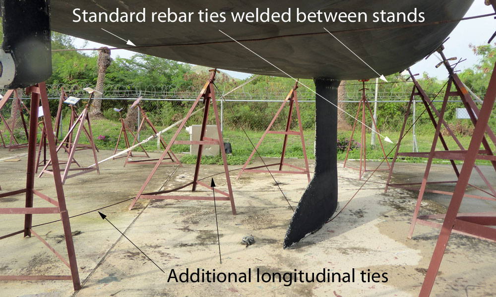 Tripods stands welded one to the other with welded rebar