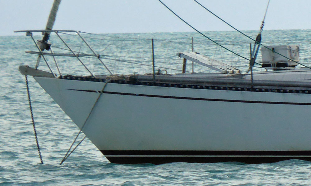 A doubled-up anchor snubber on this monohull sailboat.