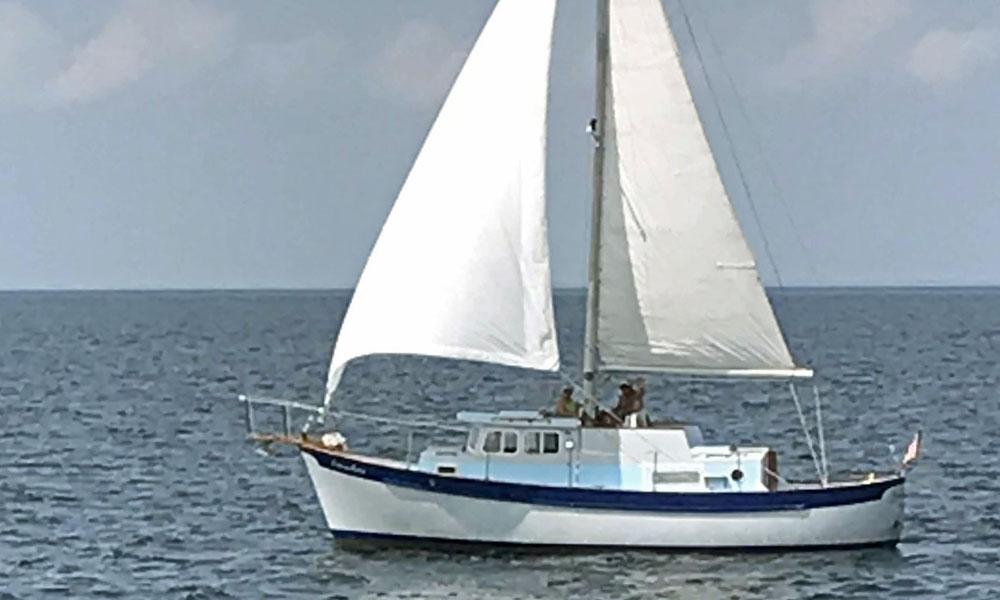 'Somewhere', a Fales 32 Navigator