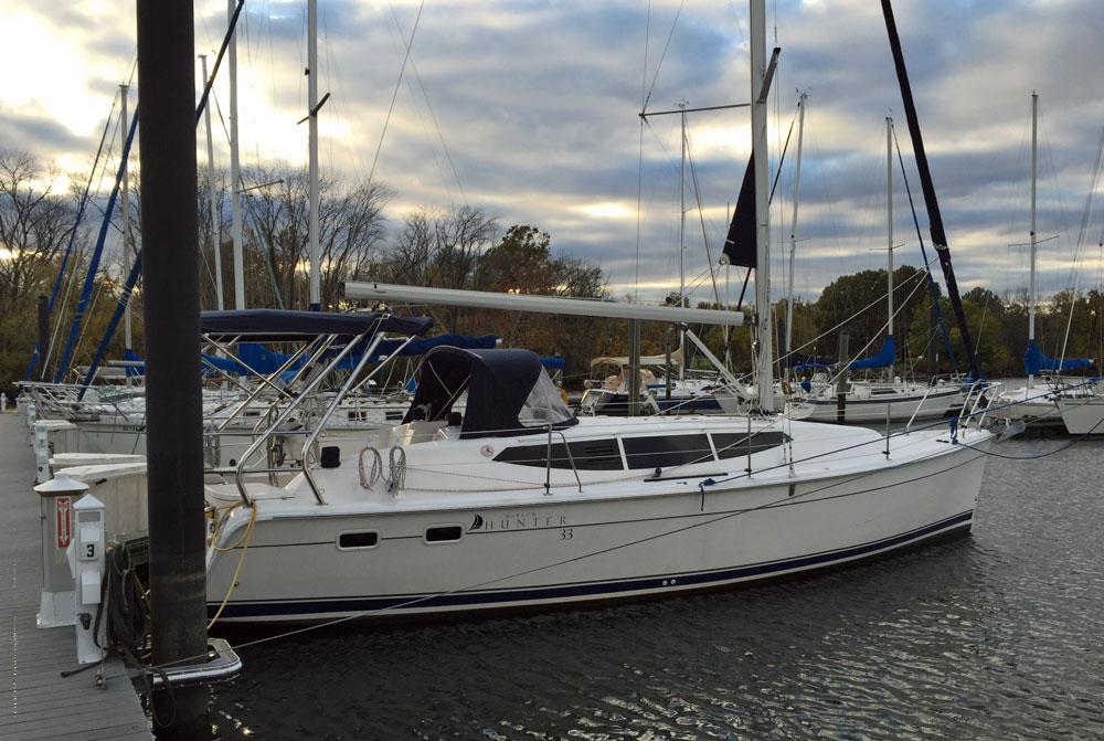 Hunter 33e cruising sailboat