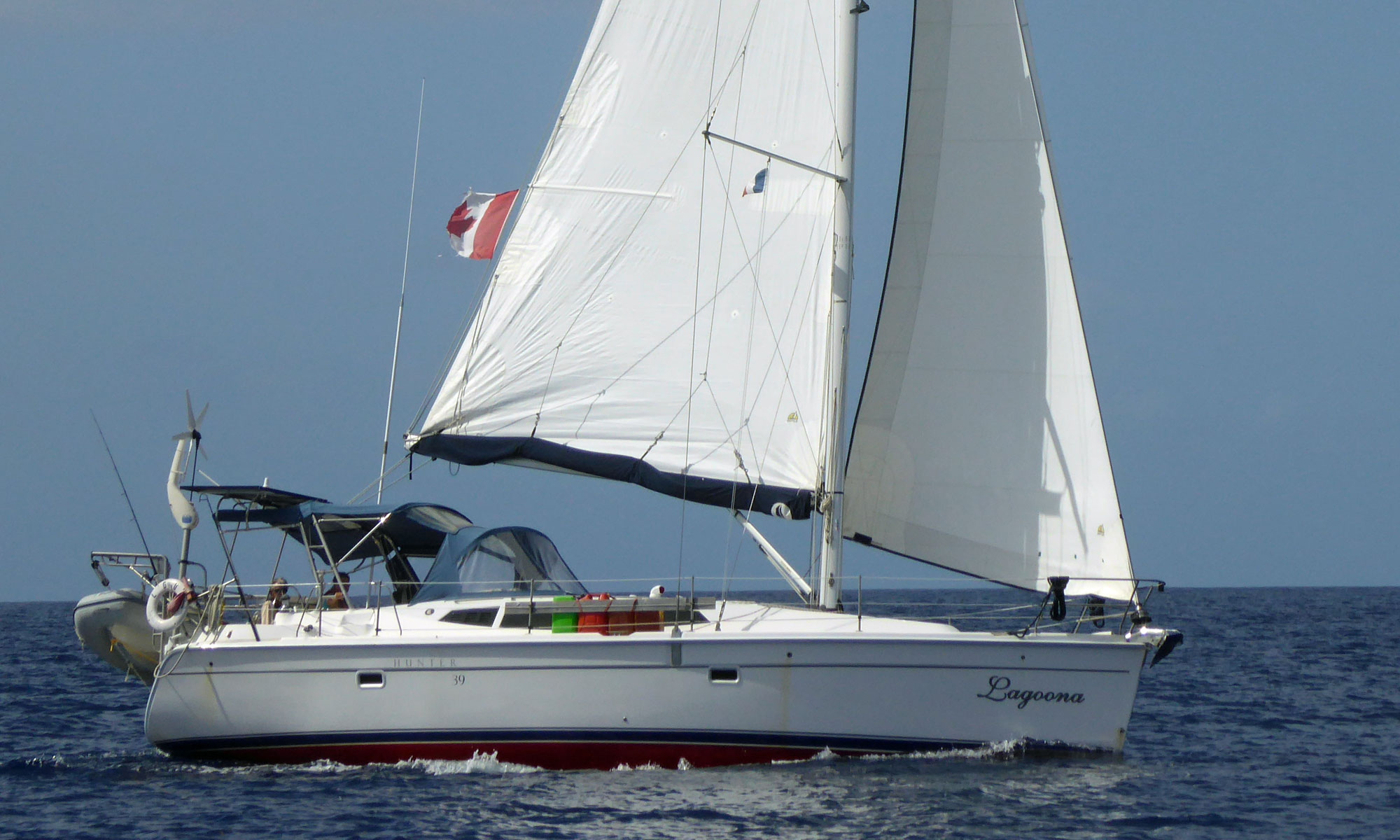 A Hunter 39 under full sail