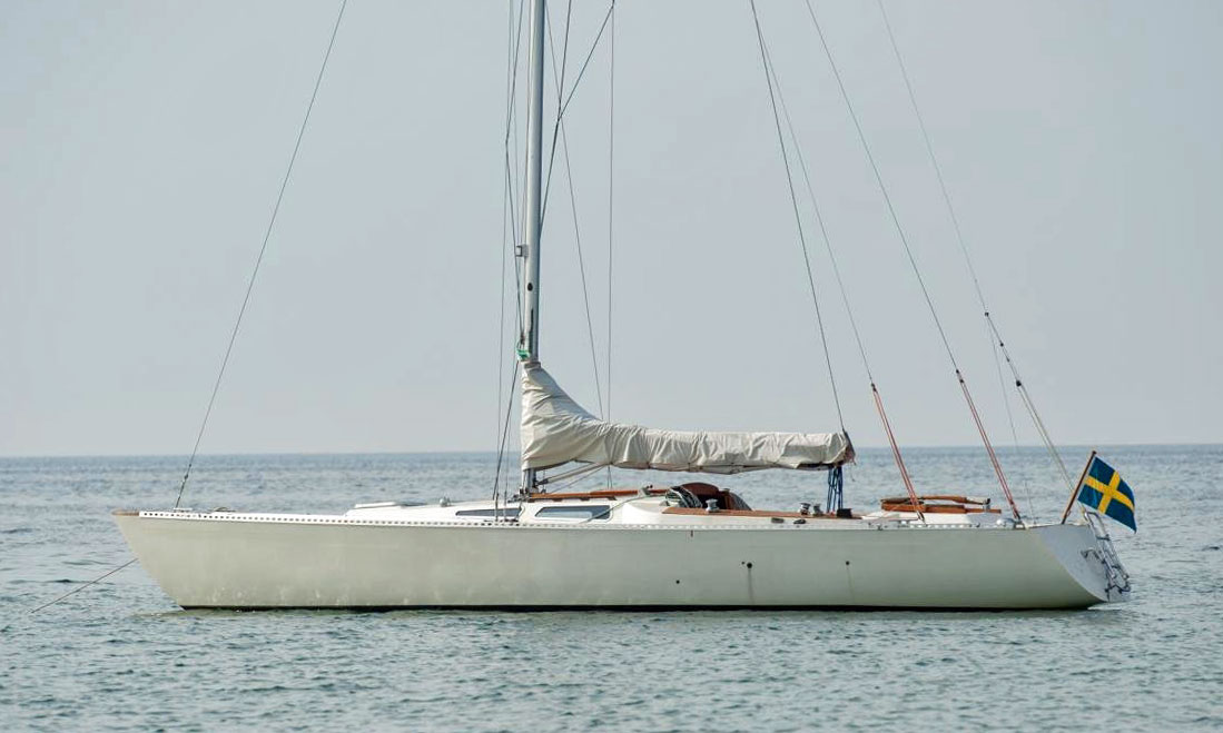 A Wasa 30 Light Displacement sailboat.  (Displacement/Length Ratio = 91)